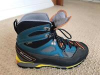 Scarpa Men Mountaineering Boots 7.5