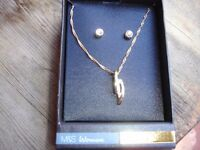 9ct Gold Plate Necklace & Earring set----Brand New in Box