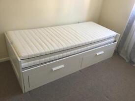 Bed with 2 drawers