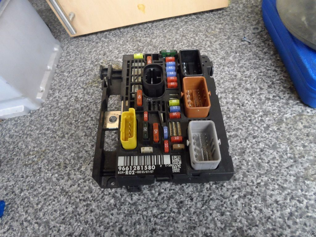 PEUGEOT 407 UNDER BONNET FUSE BOX BSM UNIT 9661281580