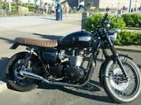 Triumph bonneville t 100 black