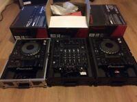 Pair of PIONEER CDJ 2000 NEXUS + DJM 900 NEXUS 2 WITH GORILLA CASES (IMMACULATE CONDITION)