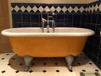 Free standing traditional style bath tub