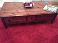 DUCAL,LARGE DARK PINE STORAGE COFFEE TABLE WITH EASY GLIDE METAL DRAWERS FOR REMOTES, TV MAGS