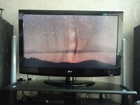 "42"" HD LCD TV (Faulty screen but not always visible on certain images - see pictures)"