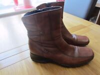 1 pair of size 6 brown leather Clarks ankle boots