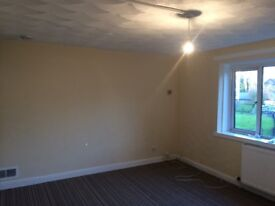 Newly Decorated & Spacious 3 bed flat close to Paisley Town Centre,