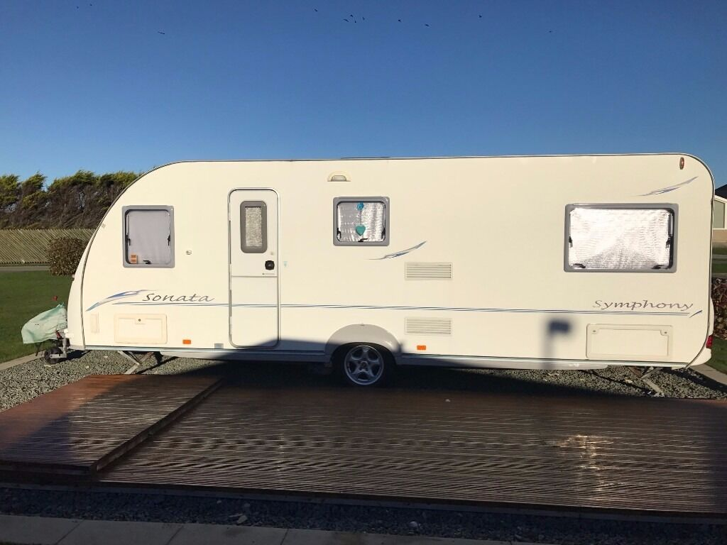 Berth Caravan With Fixed Bed And Bunks