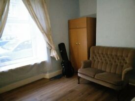 Low rent City centre 2 bed room fully furnished flat with garden