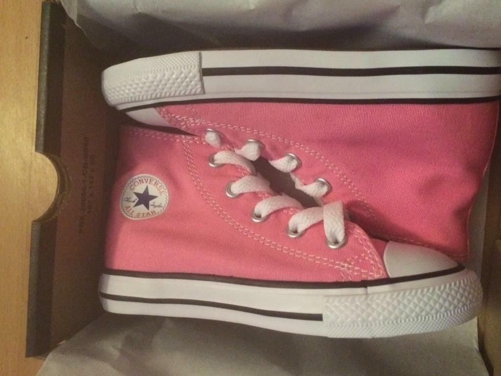 Brand New Pink Converse Hi tops trainers Girls Size 8uk