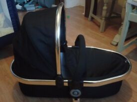 iCandy Peach carrycot in black