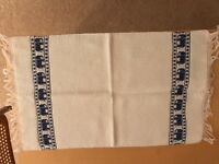 6 white/navy cotton placemats w elephant motif