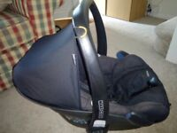 Maxi Cosi Pebble Car Seat and EasyFix base