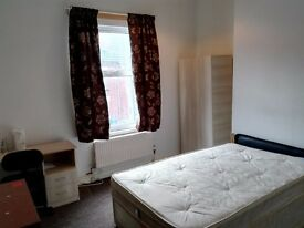 Attention Students !!!Double room to rent £450pcm.