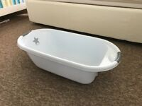 Bathtub in an excellent condition