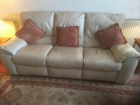 NATUZZI 'ITALSOFA' 3 SEATER LEATHER SETTEE AND 2 CHAIRS
