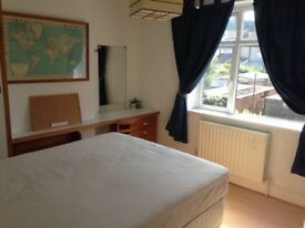 Large double room in an extremely clean and quiet house in Norbury / Thornton Heath area