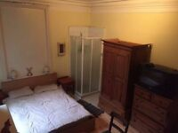 @@Bedsit available now in the heart of Stokey@@ Short let... only £650pm.