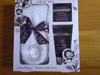 Lovely gift set NEW Bayliss and Harding.... Just £3