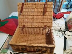 Picnic basket, good condition. Wicker.