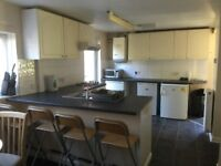 LARGE SINGLE ROOM, NEXT TO UNI, EXCELLENT VALUE, AVAILABLE NOW, £375