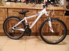 2014 Cube Access Ladies Suspension Cross Country Bike (Shimano 24 Speed)