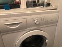 Washing machine Currys essentials C510WM13