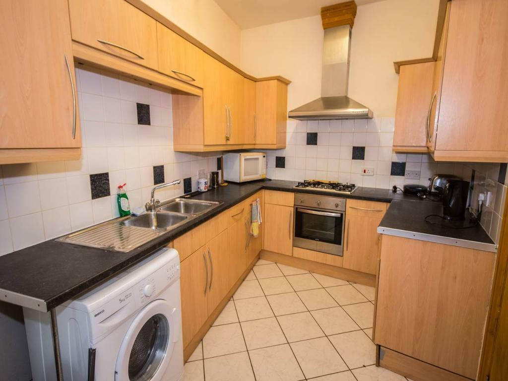 8 bedroom house in Tennyson Road, Portswood, Southampton