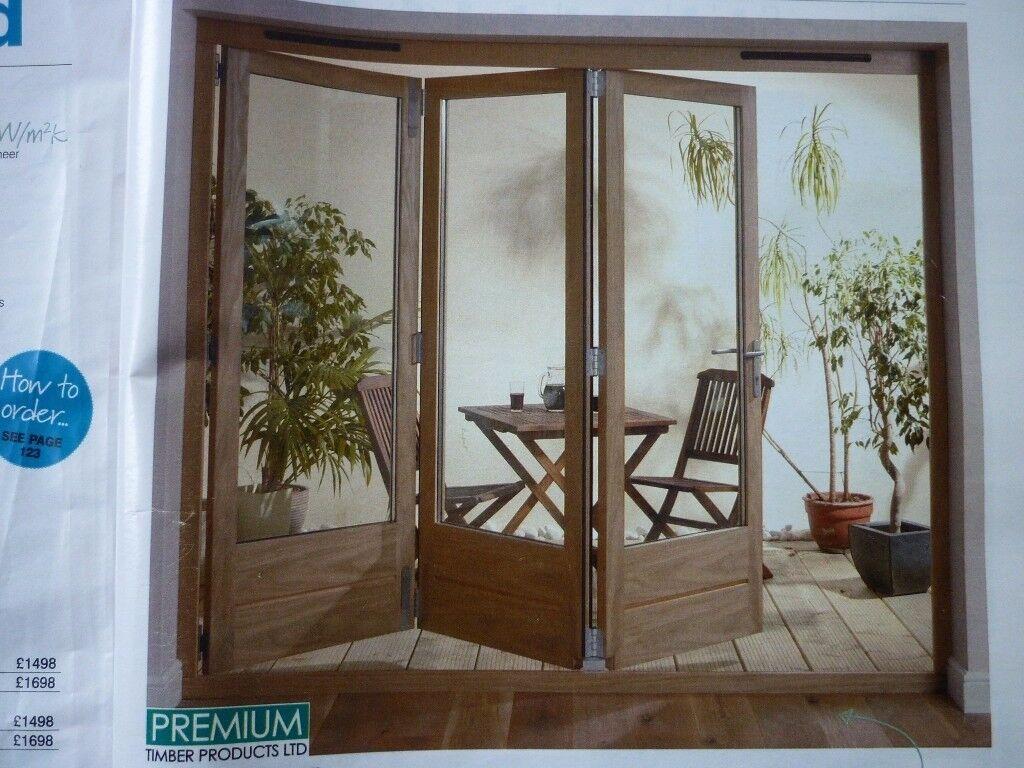 New Pre-Finished Oak Tri-Fold Doors. H2090mm x W2390mm R.H