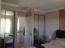 Big double room (18ft x 12ft) with en suite fully furnished
