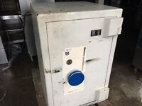 Safe, large and very heavy weighing about 600kg will deliver on pallet