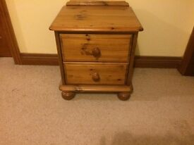 AS NEW bedside table BELFAST NEWCASTLE CAN DELIVER SIDE TABLE OCCASIONAL BEDROOM LIVINGROOM