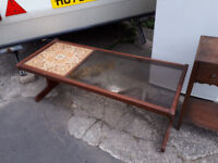 G PLAN VINTAGE RETRO KITSCH GLASS / TILED TOP COFFEE TABLE IN YEOVIL