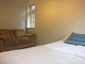 Double Room in Large Detached House in Watford