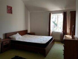 Luxury Large King sized Bedroom in Earlsdon