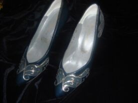 Ladies Leather Shoes size 4.5