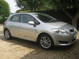 TOYOTA AURIS, 1.6 VVT-1 TR. One Lady Owner. Immaculate. Full service history. Garaged. Low mileage.