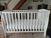 MAMAS AND PAPAS WHITE WILLOW COT and clean mattress 3 position base