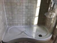 Large shower Tray & P-shaped glass screen