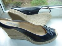 STEVE MADDEN NAVY LEATHER WEDGE SHOE