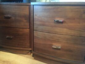 2 Bedside cabinets/ chest of drawers