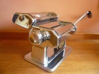 Kitchen Craft Italian Collection Chrome Pasta Machine with duo cutter, clamp & handle. As new £12.50