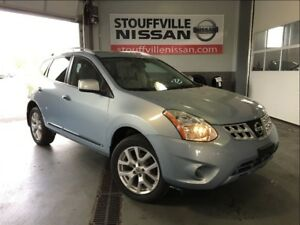 Nissan Rogue sv sunroof and back up camera 2013