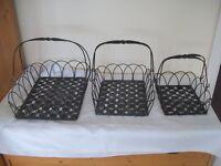 Set of 3 vintage appearance metal baskets , ideal for display (28)