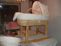 ROCKING MOSES BASKET COMPLETE WITH STAND