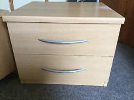 2 bedside tables- excellent condition (price is for the pair)