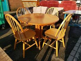 Round modern extending table with 4 chairs