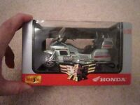 MODEL MOTORBIKE: MAISTO HONDA GL 1500 GOLD WING SE 1:18 SCALE