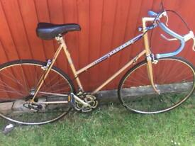 Vintage Peugeot champagne ladies road racing touring city town bike