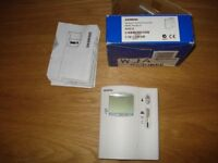 Siemens RDE10 programmable room thermostat